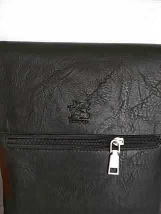 Мужская сумка из черной кожи с выдавленной эмблемой на клапане, фото 2