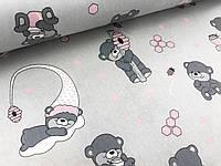 """Польская хлопковая ткань """"мишки с розовыми колпаками на сером"""""""