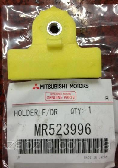 Тримач скла передніх дверей MMC - MR523996