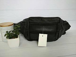 Удобная сумка бананка из кожи черного цвета