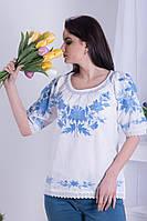 Легка жіноча полотняна біла вишиванка з вишивкою голубими квітами №142-2