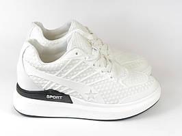 Женские стильные кроссовки на высокой подошве белые