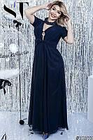 Нарядное длинное платье с брошкой декорировано шифоном батал