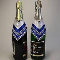 Украшение свадебного шампанского в синем цвете