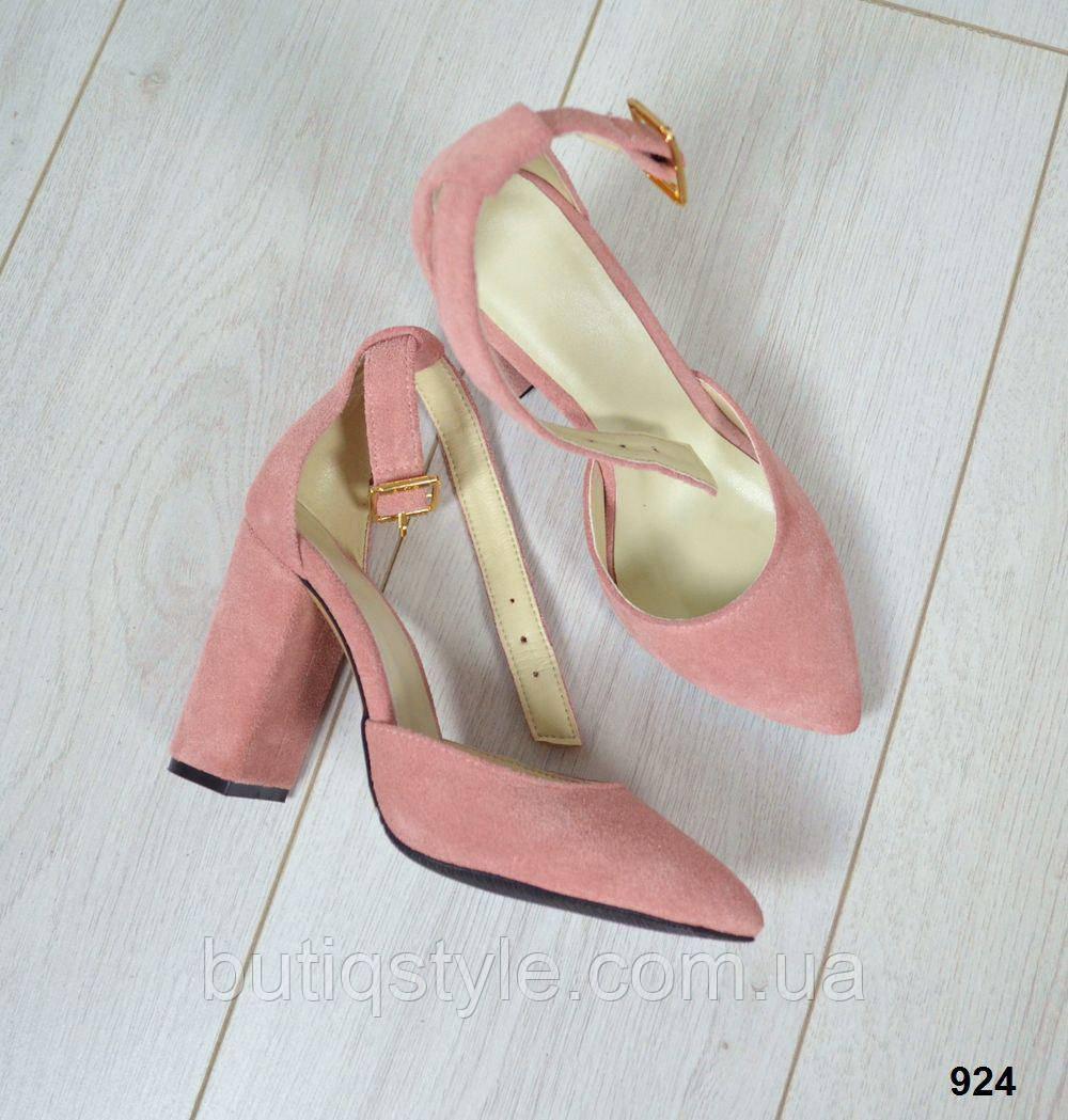 Крутые женские замшевые туфли с ремешком пудра натур замш