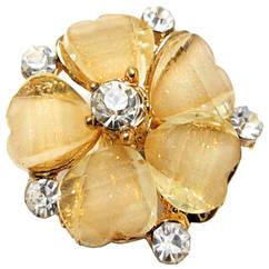 Кольцо Женское Коктейльное Цветок, под Золото с Кремовыми Акриловыми Вставками и Стразами. Безразмерное