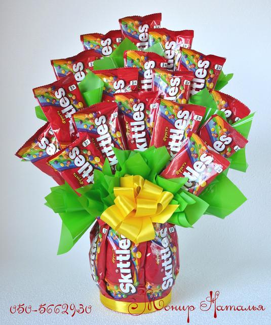 Букеты из шоколадок, конфет и шоколадных батончиков
