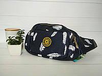 Поясная сумка из текстиля темно-синяяс принтом мелкий горох и перо