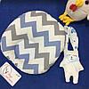 Детская подушка для новорожденных 30х27 голубой плюш и зигзаг