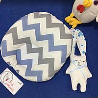 Детская подушка для новорожденных 30х27 голубой плюш и зигзаг, фото 1
