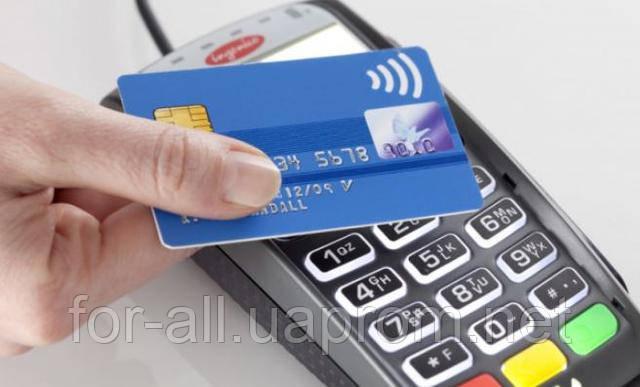 Фото бесконтактной покупки с помощью RFID банковской карты