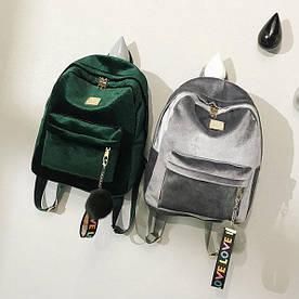 Бархатный рюкзак с брелком