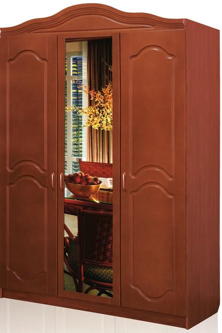 Шкаф спальни «Анна» выполнен из ламинированного ДСП-ГОСТ 4598-86, фасад и архитектурная корона изготовлены из МДФ, который покрыт высококачественными лакокрасочными материалами ТМ «Тиккурила», Финляндия. Шкаф поделён на две половины, в одной расположены 5 полок, в другой две полки (сверху и снизу) и штанга для тремпилей, задняя часть закрыта ламинированным ДВП. Для соединения элементов шкафа используется  высококачественная мебельная  фурнитура мировых производителей. Размер шкафа: а) высота – 2120мм, б) длина – 600мм,  в) ширина – 1400мм