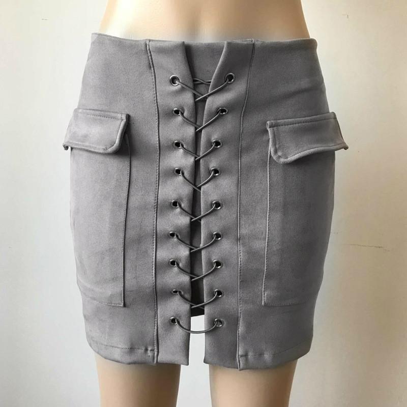 Женская замшевая юбка с карманами на шнуровке серая