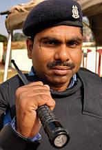 Следующий обладатель телескопической дубинки ESP. На вооружении специального подразделения Индийской полиции.