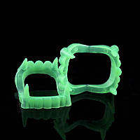 Зубы вампира фосфорные - светятся в темноте