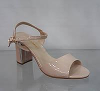Босоножки бежевые лаковые на устойчивом высоком каблуке cffd5e9f77779
