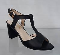 Босоножки черные кожаные на устойчивом высоком каблуке