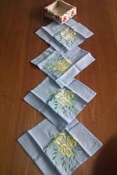 Набір серветок вишитих на блакитному льоні