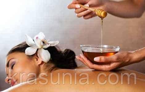 Медовый массаж – отличный способ очищения кожи и пилинга