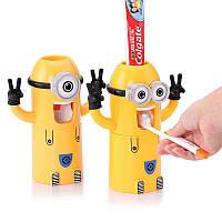 Дозатор зубной пасты Миньон и держатель зубных щеток в одном