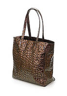 Женская сумка шоппер из натуральной кожи коричневого цвета с тиснением под крокодила