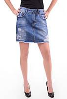 Джинсовая юбка с декоративными дырками