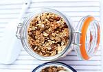 Гранола с кокосовым маслом, сиропом и орехами