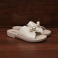 Шлепанцы женские кожаные на низком каблуке и белой подошве с жемчугом бежевые размер 37, 38, 39, 40