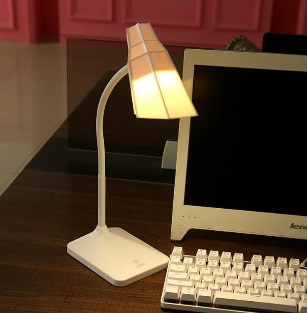 Лампа настільна акумуляторна LED рожева