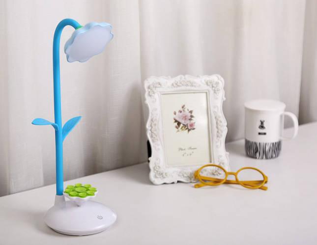 Лампа настольная LED с подставкой для телефона голубая