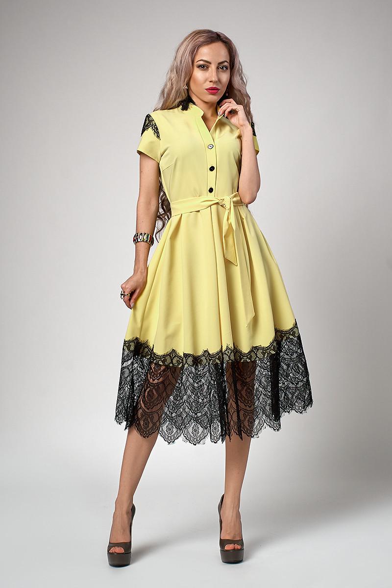 Роскошное женское платье бледно-желтого цвета