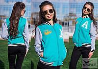 Весенняя женская курточка из трикотажа в спортивном стиле