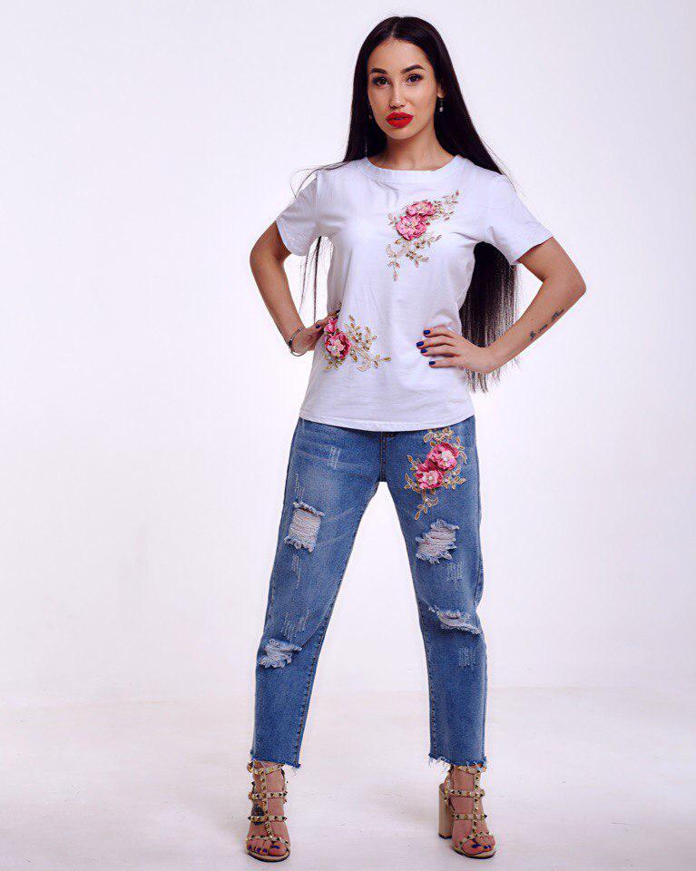 Летний костюм футболка и джинсовые капри с красивым декором