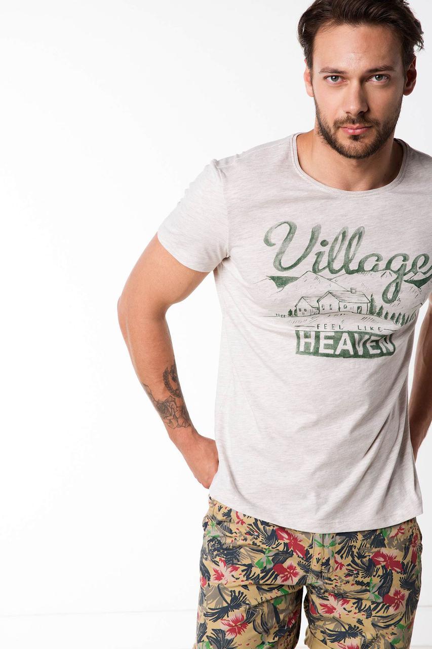 Cерая мужская футболка De Facto / Де Факто с надписью на груди Village