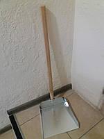 Совок металлический с деревянной ручкой