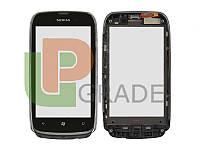 Тачскрин для Nokia 610 Lumia, черный, с передней панелью серебристого цвета