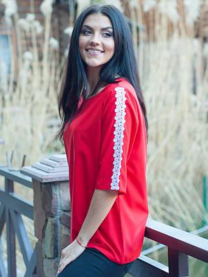 Красная женская блуза с ажуром.