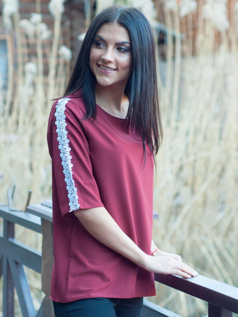 Бордова жіноча блуза з ажуром.