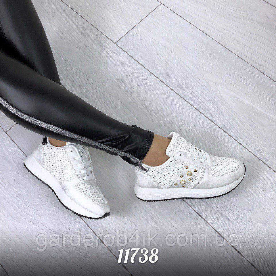 Жіночі кросівки білі
