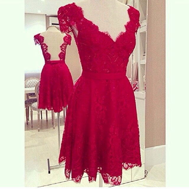 Алое платье Red Valentino