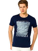 Синяя мужская футболка LC Waikiki / ЛС Вайкики с рисунком на груди, фото 1
