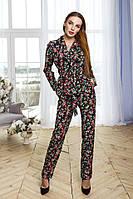 Женский брючный костюм в пижамном стиле
