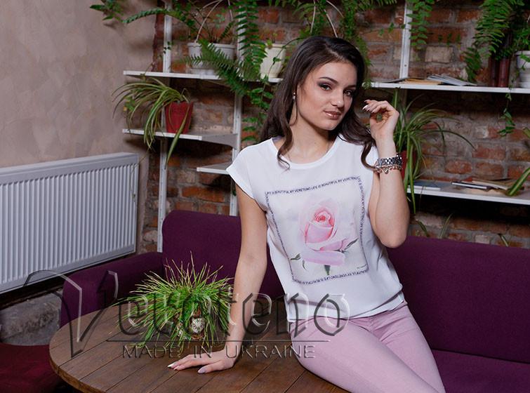 Біла літня жіноча футболка з принтом троянди - Інтернет-магазин  оригінальних вишиванок та заготовок для 86215dd58d98f