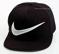 Черный снепбек с белой вышивкой Nike