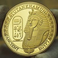 Позолоченная сувенирная монета Тутанхамон
