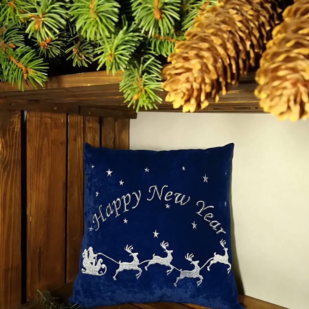 Подушки з новорічними мотивами