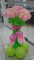 Букет из воздушных шаров для встречи из роддома с пинетками
