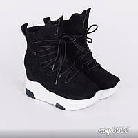 Черные кроссовки из эко-замши на шнуровке на белой высокой подошве со  скрытой танкеткой 38b3a3f3384