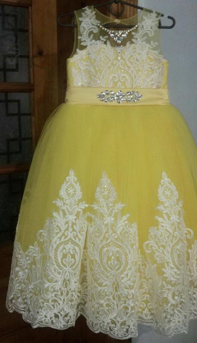 Дитяче бальне вечірнє плаття з мереживом і стразами на дівчинку 10-11 років.